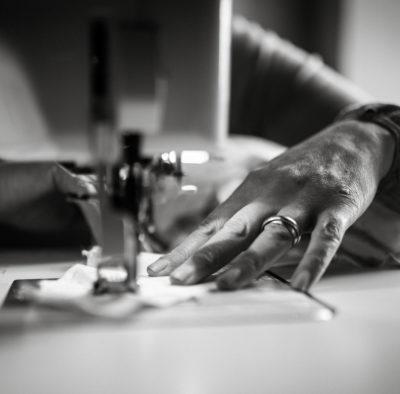 les mains de la couturière